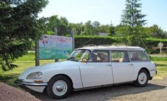 Pour ce dimanche sur #BonjourLaVieille, une superbe #Citroën #DS #Break
