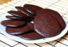 chocolate biscuits/ cookies flourless Gluten Free Sugar Free per biscuit/cookie : 75 cal, 0.8g net carbs, 7g fat, 3g protein.