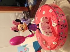 Her first cake minnie mouse