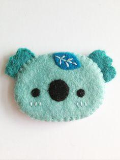 TokyoBunnie: Little Happy Stitches Handmade Brooches Brooches Handmade, Handmade Felt, Cute Crafts, Felt Crafts, Sewing Crafts, Sewing Projects, Felt Fish, Felt Brooch, Brooch Pin