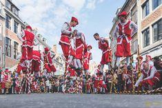 Joute sur echasses de Namur. Plus de 600 ans de passion ! Joust on stilts of Namur : 600 years of passion ! Charles Quint, Belgium, Old Things, Passion, Painting, Old Town, Photo Galleries, Painting Art, Paintings