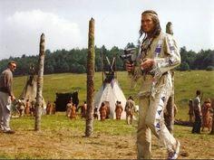 Winnetou II - Pierre Brice-Winnetou, in Drehpause mit Filmkamera, Karl May Film 1964