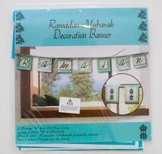 Dekorer ditt hjem til Ramadan med Ramadan banner. Banneren er to sidet med bokstaver p den ene siden og bilde av en lykt p den andre siden. Bltt silkebnd medflger for oppheng.  1 banner per pakke.Strrelse (bokstaver): 25x25cmLengde 3.05mTekst: Ramadan