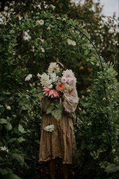 No Rain No Flowers, Love Flowers, Vintage Flowers, Fresh Flowers, Flower Cart, Moon Garden, Wonderful Flowers, Floral Style, Flower Vases