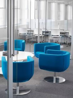 Tulip is a 360-degree swivel chair marked by exceptional comfort and flexibility. Well-crafted with alternating straight and curved lines, Tulip is ideal for lounge and collaborative spaces.