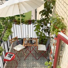 TÄRNÖ red, light brown stained, Table+2 chairs, outdoor - IKEA Outdoor Table Tops, Outdoor Chairs, Outdoor Decor, Outdoor Decking, Outdoor Living, Ikea Portugal, Garden Furniture, Outdoor Furniture, Balcony Furniture