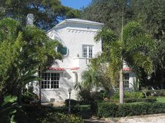 The old Wisteria Inn.  It was a lovely Melbourne, Florida Bed & Breakfast with the wonderful innkeepers, Judi & Jeff.  And lots of Wook Kim wallpaper, Dagobert Peche Maharam & Pierre Frey tucked into this gem of a historic house.