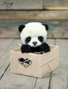se o panda estivesse numa cestinha seria ovo de panda de páscoa