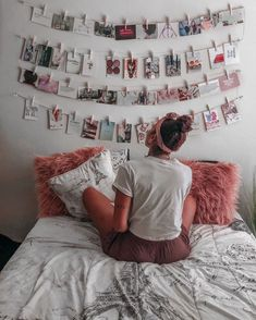 Easy DIY wall decor for under 25 Find out how I turned my blank wall into a beautiful photo wall DIY DIYroomdecor DIYphotowall DIYprojects homdecor photowall visionboard visionwall #