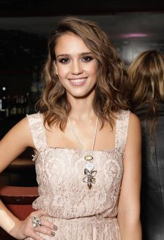 Jessica Alba natural long waves and curls
