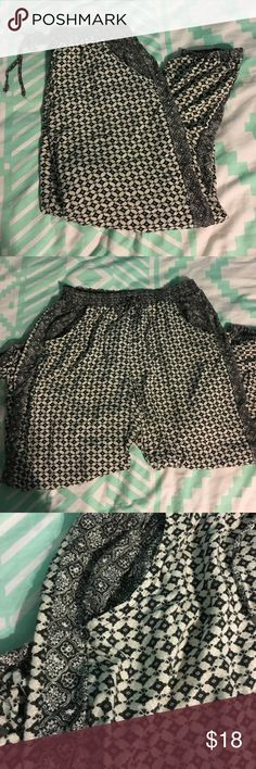 Moroccan Joggers Black and white super soft joggers. Very light weight. Have a draw string and pockets. American Eagle Outfitters Pants Track Pants & Joggers