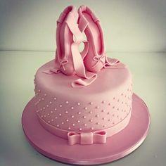 Ballet Cakes, Ballerina Cakes, Baby Ballerina, Ballerina Birthday, Gorgeous Cakes, Amazing Cakes, Dance Birthday Cake, Bolo Frozen, Green Cake