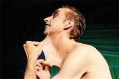 Guinness Rekorlar Kitabı'ndan Rekorları-Gırtlak şov İngiliz Garry Stretch rekorlar kitabına girmek için oldukça ilginç bir yol buldu. Boynundaki deriyi mümkün olduğunca öne çekerek rekor kırdı.