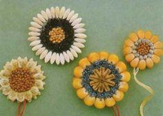 The perfect diy pumpkin seed flower decoration – Artofit Autumn Crafts, Nature Crafts, Diy For Kids, Crafts For Kids, Arts And Crafts, Easy Diy Crafts, Diy Home Crafts, Pumpkin Seed Crafts, Diy Pumpkin