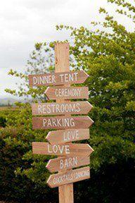 Ideas para bodas originales: Haz letreros de madera pra indicar el camino hacia los aseos, pista de baile, autobús.... #ideasparafiestas #decoraciondeboda