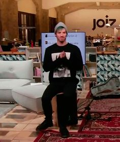 omg how cuteeee aw his little claps and his sweater sleeves are over this hands awww