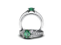 Luxusní prsten s brilianty a přírodním smaragdem.