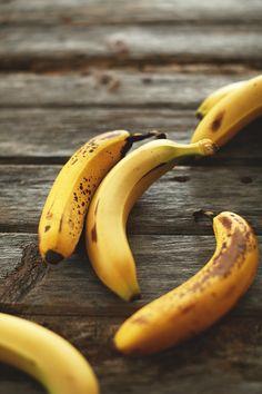 Healthy, 30-minute granola that tastes just like banana bread! Vegan + Gluten Free.