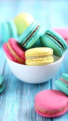 Yummy macaroon wallpaper!!