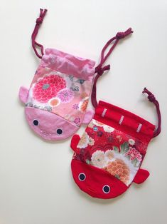 Made Zoe bday 2020 Fabric Crafts, Sewing Crafts, Sewing Projects, Party Favor Bags, Gift Bags, Costura Diy, Drawstring Pouch, Handmade Bags, Koi Carp