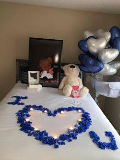 Romantic Valentines Day Ideas, Romantic Date Night Ideas, Romantic Room Decoration, Romantic Bedroom Decor, Creative Gifts For Boyfriend, Cute Boyfriend Gifts, Birthday Goals, Diy Birthday, Romantic Room Surprise