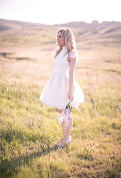 short wedding dress //  Photography: www.ozvisuals.com/#/special/splash/welcome-to-oz-visuals/