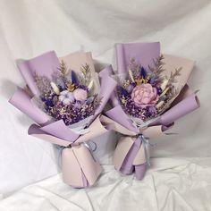 Bouquet Wrap, Dried Flower Bouquet, Felt Flowers, Diy Flowers, Modern Flower Arrangements, How To Wrap Flowers, Chocolate Bouquet, Flower Aesthetic, Flower Designs