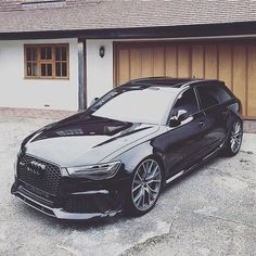 Have you seen a darker Audi? All black (really) #Audi #RS6 #RS6performance…