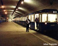 Porte Molitor (voie Murat). La voie Murat est utilisée pour le garage des trains.