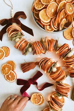 Fashion trends : DIY Dried Citrus Garlands – Honestly WTF DIY Dried Citrus Garlands – Honestly WTF Sharing is caring, don't forget to share ! Diy Gifts For Christmas, Noel Christmas, Winter Christmas, All Things Christmas, Holiday Crafts, Holiday Fun, Xmas, Diy Yule Gifts, Christmas Oranges