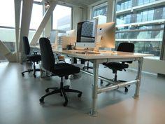 #Bureau gemaakt van onze 60,3 mm #buizen en #buiskoppelingen!  #doethetzelf #staal #kantoor