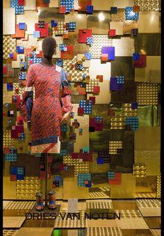 Dries van Noten going square, pinned by Ton van der Veer Visual Merchandising Displays, Visual Display, Retail Windows, Store Windows, Museum Displays, Store Displays, Window Display Design, Window Displays, Display Windows