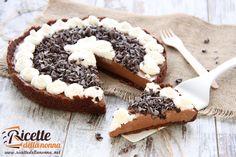 La crostata super cioccolatosa è un dolce veramente godurioso per gli amanti del cioccolato. Una base di biscotti tritati riempita di una morbida crema al cioccolato ricoperta da panna. Procedimento Formatela base della torta: tritate i biscotti in un mixer e mescolateli al burro fuso. Prendete una tortiera di 22 cm di diametro imburrata e […]