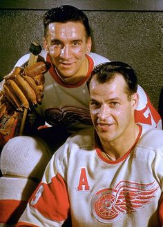 Two of the greatest players to ever lace up the skates for the Detroit Red Wings, Ted Lindsay and Gordie Howe. Flyers Hockey, Hockey Cards, Hockey Teams, Hockey Mom, Detroit Hockey, Detroit Sports, Detroit Michigan, Detroit Red Wings, Montreal Canadiens