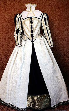 tudor gowns   Cream Elizabethan Gown Front