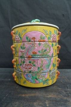wow this is really nice, for auction price start from Nyonya food carrier Tiffin Lunch Box, Tiffin Carrier, Nyonya Food, Style Asiatique, Rose Cottage, Chinese Antiques, Chinese Culture, Food Containers, Bento Box