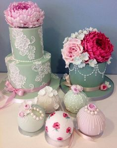 Pretty cakes by Cotton & Crumbs.