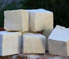 Conoce cómo hacer el jabón de castilla y todos sus beneficios. En este tutorial te explicamos paso a paso a fabricar en casa jabón de castilla.