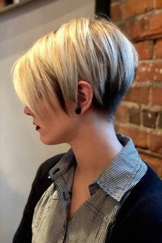 Latest short haircuts for that will give you a stunning look. Pixie cuts, bob hairstyles, shaggy and edgy short haircut, textured bobs and more. Popular Short Haircuts, Short Pixie Haircuts, Short Hairstyles For Women, Easy Hairstyles, Pixie Hairstyles, Layered Haircuts, Haircut Short, Bob Haircuts, Short Pixie Bob