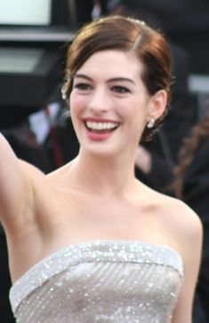 Anne Hathaway Puts Wedding On Hold Whilst Waiting For Her Hair To Grow Anne Hathaway, Matt Lauer, Beautiful Brown Eyes, Celebrity Diets, Celebrity Wallpapers, Celebs, Celebrities, Looking Gorgeous, American Actress