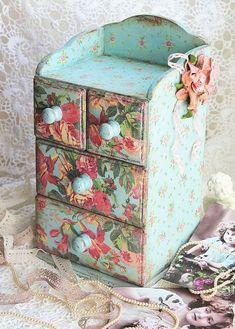 images attach c 7 94 91 Decoupage Furniture, Decoupage Box, Decoupage Vintage, Vintage Crafts, Painted Furniture, Vintage Shabby Chic, Shabby Chic Decor, Jewelry Box Makeover, Creative Box