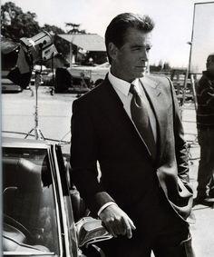 Pierce Brosnan---second only to Sean Connery as the ideal James Bond! Pierce Brosnan, Vrai Gentleman, Gentleman Style, Modern Gentleman, William Boyd, Beautiful Men, Beautiful People, Beautiful Celebrities, Nice People