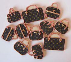 TODO UN LUJO DE GALLETAS!! http://postreadiccion.blogspot.com/2012/02/galletas-decoradas-bolsos.html