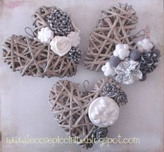 Bellart Atelier: Do it yourself: Hearts with newspaper. Diy And Crafts, Arts And Crafts, How To Make Paper Flowers, Paper Weaving, Wicker Hearts, Shape Crafts, Ideias Diy, Newspaper Crafts, Heart Crafts