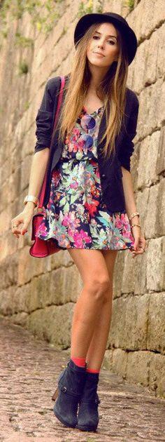 Vestido floreado y botas