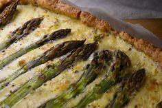Tuulikummun keittiössä: Parsapiirakassa on itua Asparagus, Zucchini, Vegetables, Food, Studs, Essen, Vegetable Recipes, Meals, Yemek