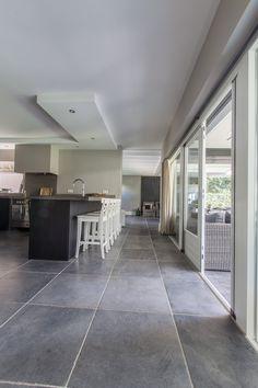 Keramische vloertegels zijn ideaal voor de woonkamer