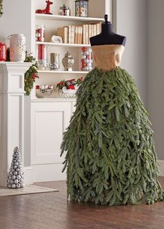 Weihnachten im Freien Make a Christmas Tree Gown Mannequin Christmas Tree, Dress Form Christmas Tree, How To Make Christmas Tree, Alternative Christmas Tree, Xmas Tree, Christmas Tree Decorations, Christmas Holidays, White Christmas, Christmas Wreaths