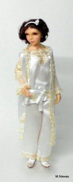 Muñeca con pijama años 20