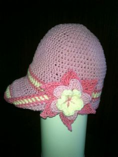 Spring girl's hat with brim